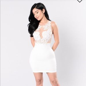 While lace illusion bodycon dress